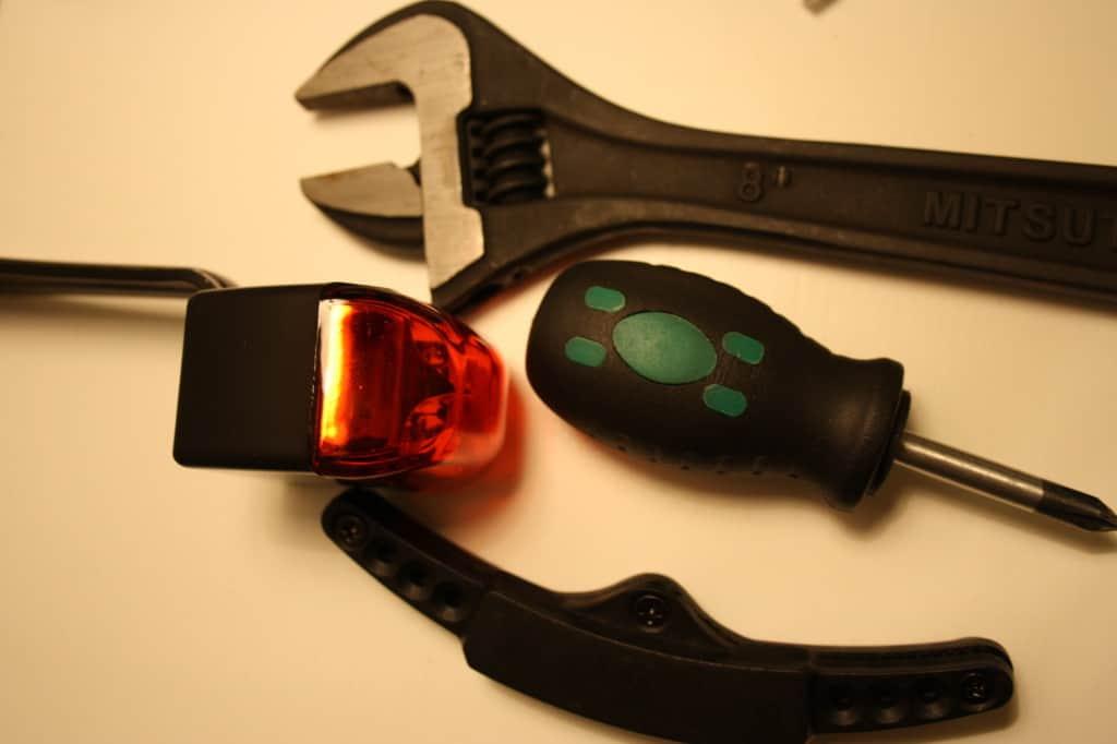 Værktøj til samling af magnetlygte
