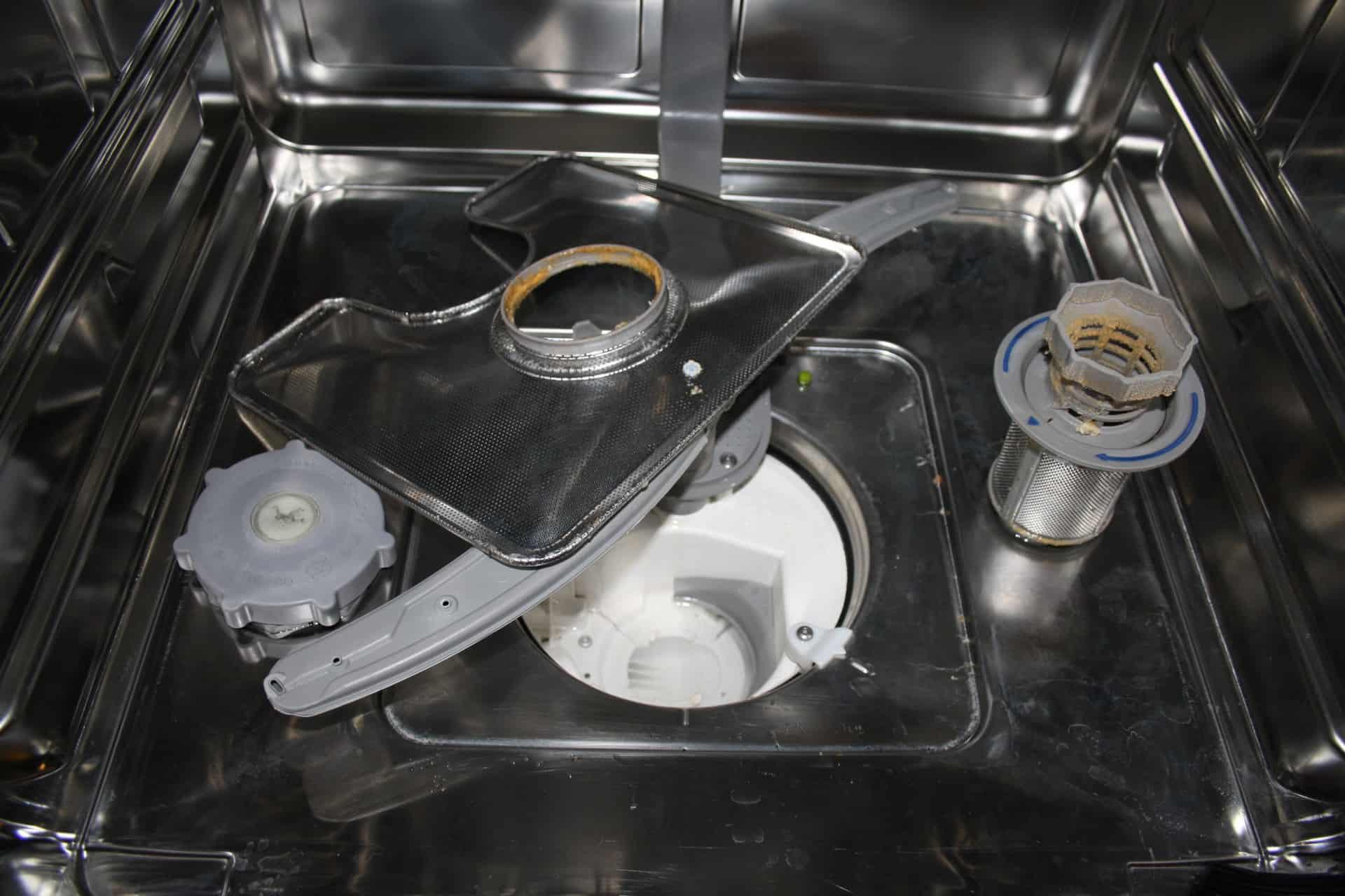 Sådan rengører du din opvaskemaskine så den vasker helt rent