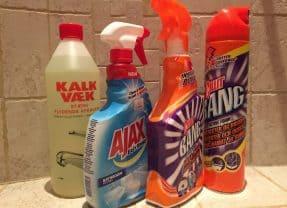 Kalkfjerner test – Er Cillit Bang eller Ajax bedst til rengøring af bad?