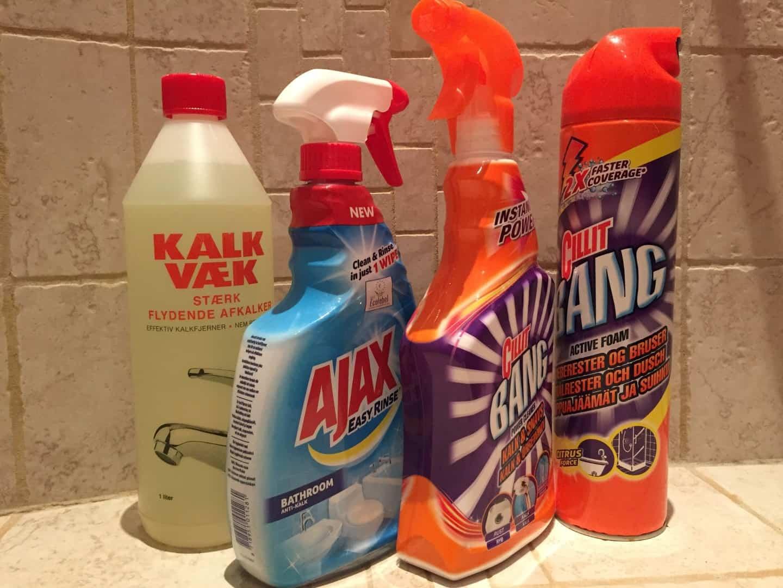 rengøring af brusekabine Kalkfjerner test   Er Cillit Bang eller Ajax bedst til rengøring  rengøring af brusekabine