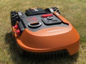 Landroid M500 Plus på græs forfra
